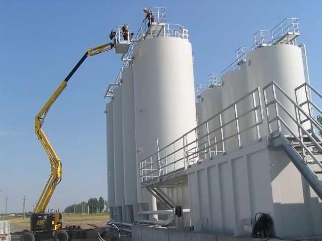 Industrial steel storage solutions - pressure vessels, silos